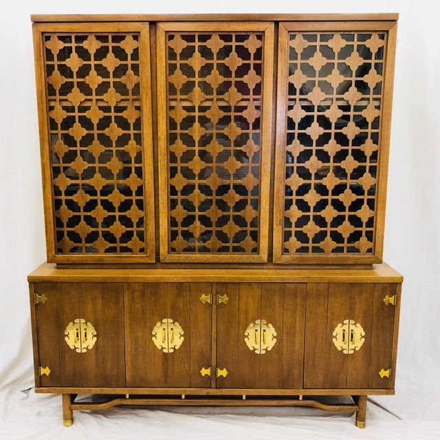 Vintage Mid Mod China Cabinet For Sale - Image 13 of 13