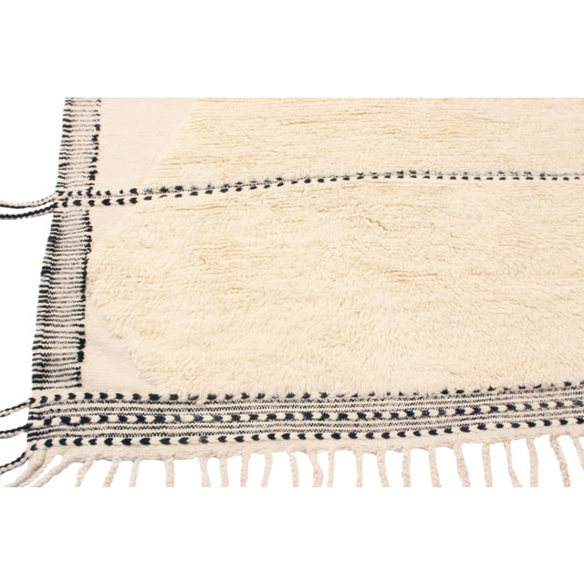 2010s Moroccan White and Black Wool Rug With Pile - 9′7″ × 13′6″ For Sale - Image 5 of 7