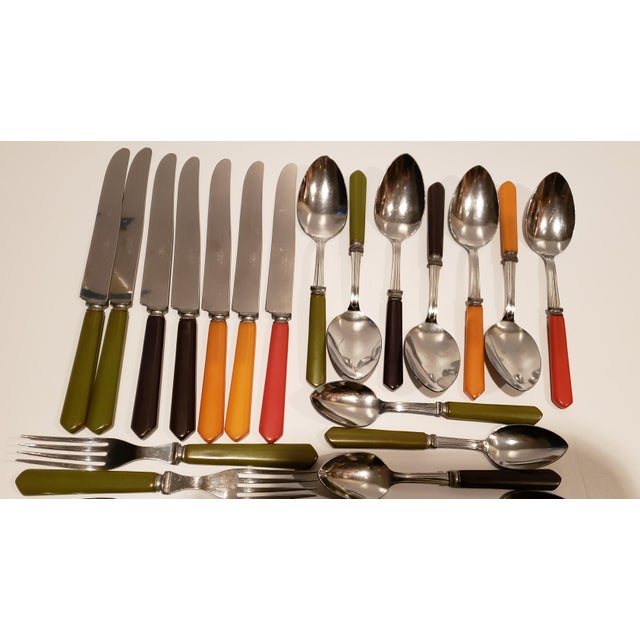 This set of vintage Bakelite flatware comes in a variety of colors: green, brown, butterscotch, and red. There are 7...