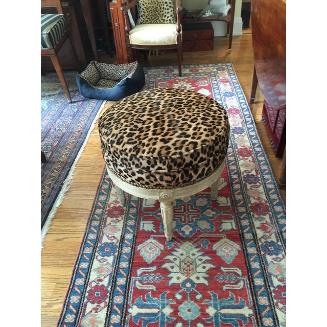 French Louis XVI Style Stool in the Manner of Maison Jansen, 20th Century For Sale - Image 3 of 7