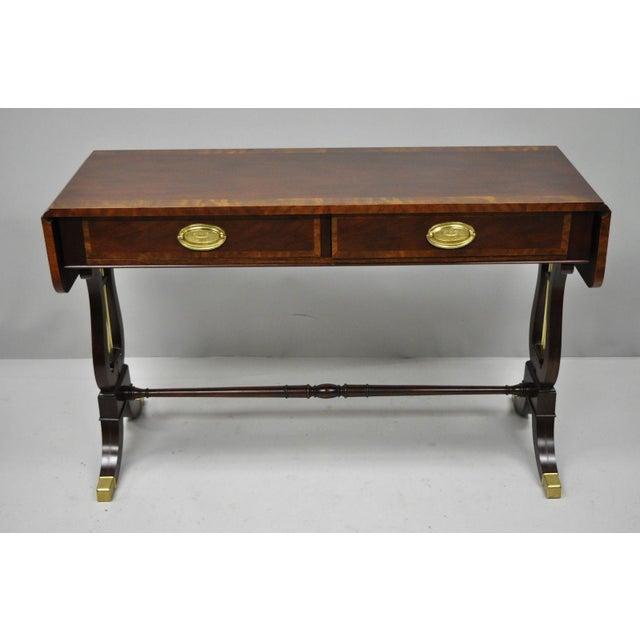 Baker Banded Mahogany Drop leaf Hall or Sofa Table. Item features banded mahogany, 2 drop leaf extensions, original label,...