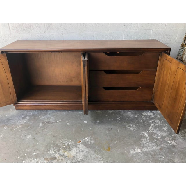 Vintage Mid Century Modern Sideboard Credenza by Broyhill Emphasis Collection For Sale In Miami - Image 6 of 13