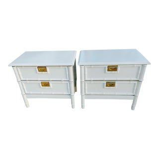 A Pair of Stanley Vintage Faux Bamboo Palm Beach Regency White Gloss Nightstands For Sale