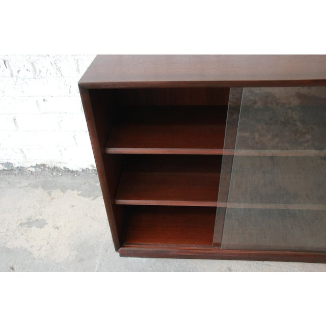 Robsjohn-Gibbings for Widdicomb Mid-Century Modern Glass Front Bookcase For Sale In South Bend - Image 6 of 10