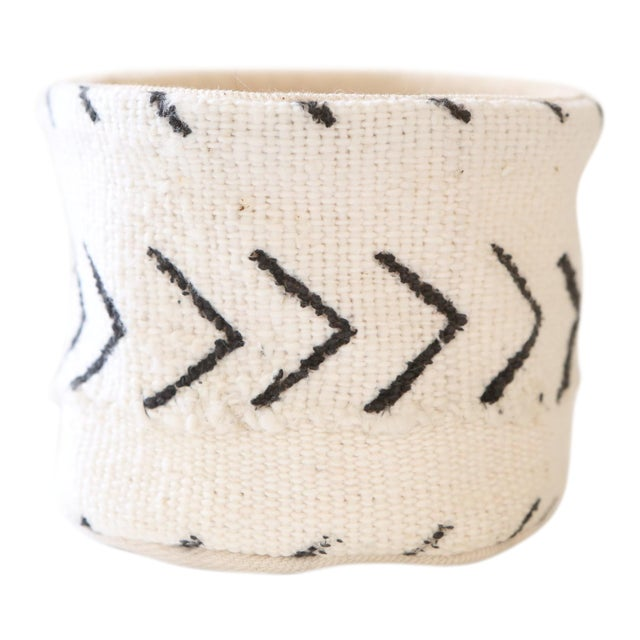 Vintage African Textile White Chevron Mudcloth Planter For Sale In Los Angeles - Image 6 of 6