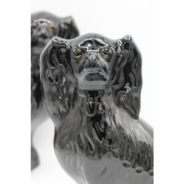 Ceramic Large English Staffordshire Dogs Jackfield King Charles Spaniels - a Pair For Sale - Image 7 of 13