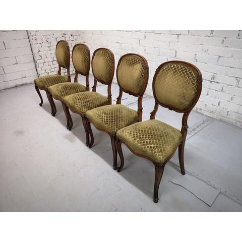 1970s Set of 5 Vintage French Louis XV Style Carved Oak Balloon Back Dining Side Chairs For Sale - Image 5 of 13