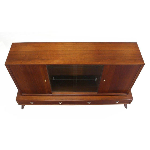 Mid-Century Modern Credenza or Low China Cabinet For Sale In New York - Image 6 of 8