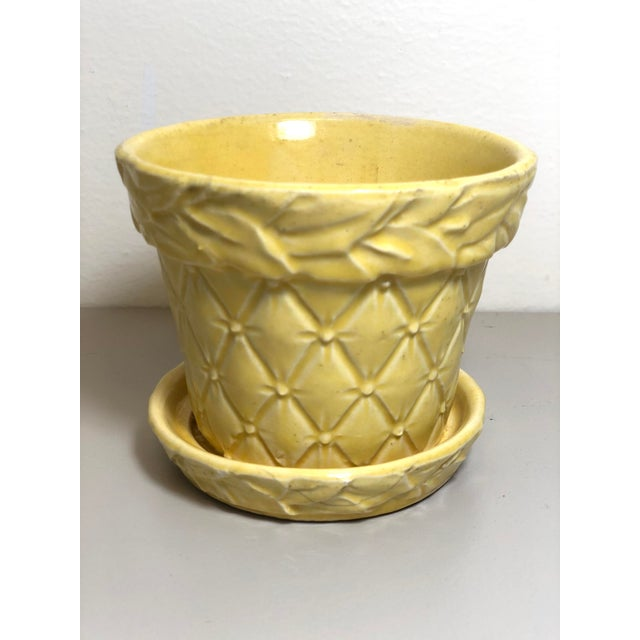 "McCoy Pottery 1940s - 1960s Small ""Yellow"" Mid-Century Flowerpot and Saucer For Sale In Los Angeles - Image 6 of 6"
