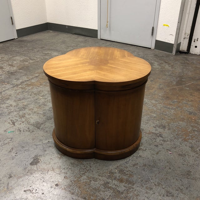 Wood 20th Century Traditional Clover Shape Side Table For Sale - Image 7 of 7