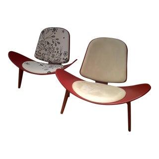 Modern Carl Hansen & Son Ch07 Shell Chairs - A Pair For Sale