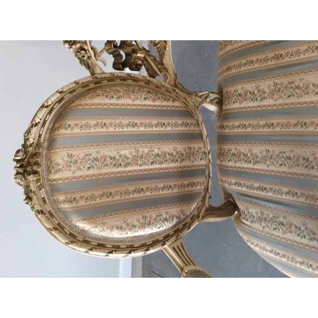 Early 19th Century Louis XVI Giltwood Silk Upholstered Settee - Impeccable Condition For Sale In Atlanta - Image 6 of 7