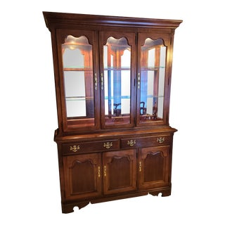 Mid 20th Century Thomasville Winston Court Collection Lighted China Cabinet For Sale