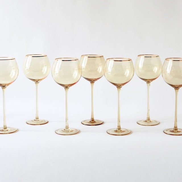 Set of 4 white wine goblets. They have a bulbous mouth, hold 16 oz, and are perfect to use for your white wine.