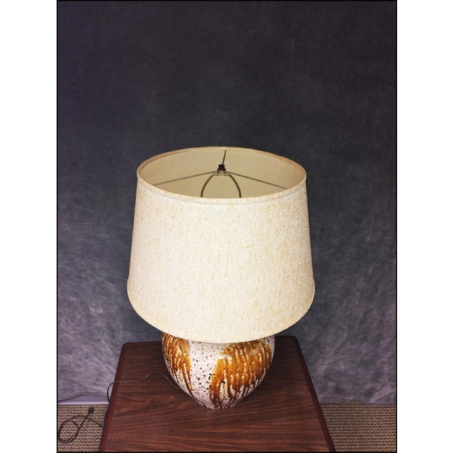 Mid-Century Modern Art Pottery Table Lamp - Image 7 of 11