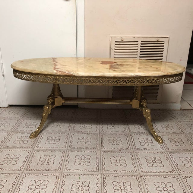 French Vintage French Marble & Bronze/Brass/Gilt Metal Style Oval Onyx Coffee Table/Mid-Century Marble and Bronze Coffee Table For Sale - Image 3 of 13