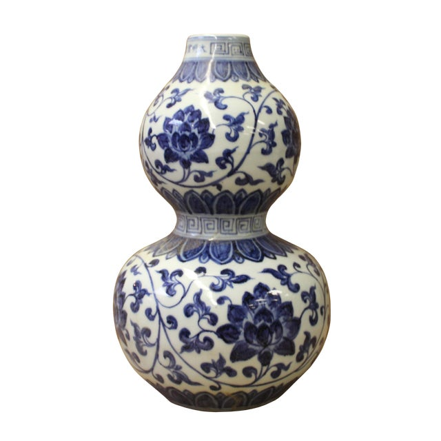 Chinese Blue White Porcelain Flower Graphic Gourd Shape Vase For Sale