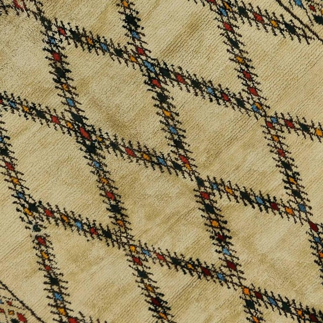 1960s Mid-Century Modern Vintage Beni Ourain Moroccan Rug with Tribal Style For Sale - Image 5 of 8