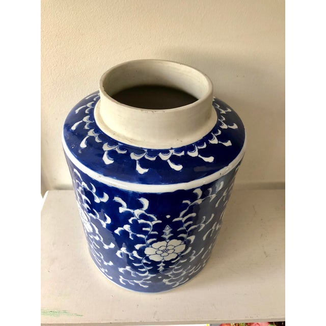 Beautiful large hand-painted with flowers and leaves vintage Export blue and white jar. Made in China on underside.