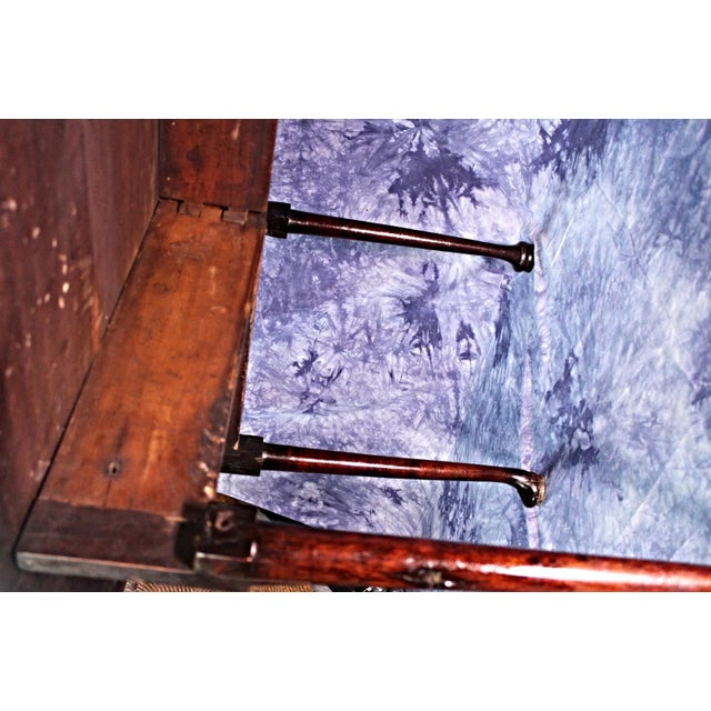 18th Century Queen Anne Mahogany Drop Leaf Gate Leg Table For Sale - Image 10 of 11