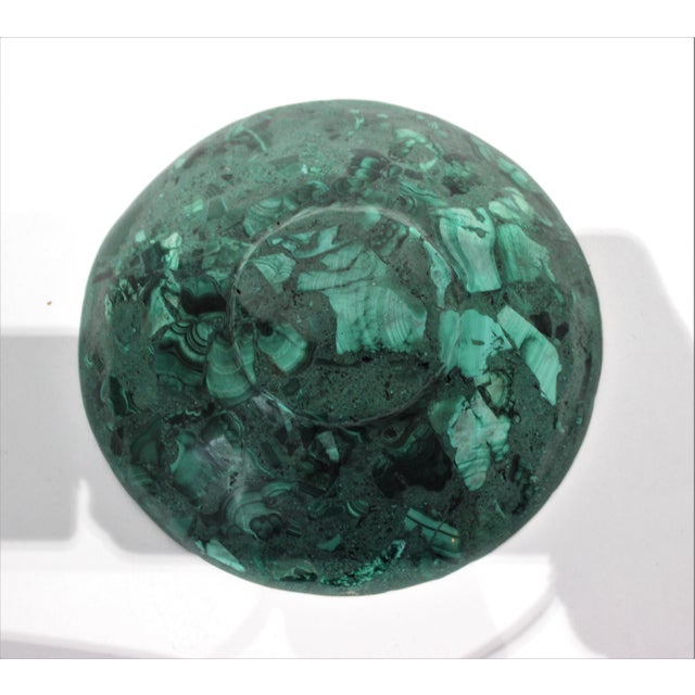 Hand-Crafted Malachite Bowl With Scalloped Brass Edging For Sale - Image 9 of 12