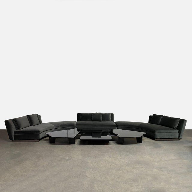 Minotti 'Seymour' U-Shape Sectional Rudolfo Dordoni Architectural form meets old Hollywood glamour in the Minotti Seymour...