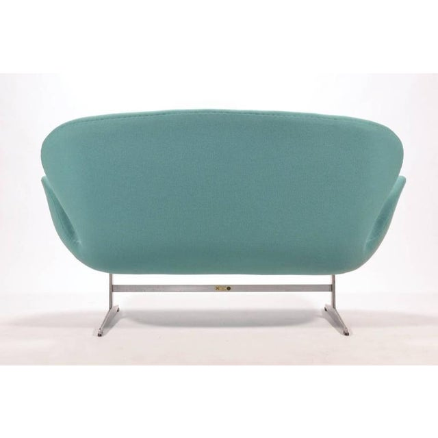 Aluminum Arne Jacobsen Swan Sofa by Fritz Hansen For Sale - Image 7 of 10