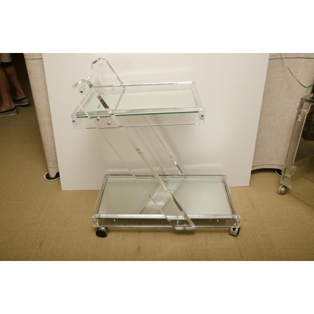 Attractive Mid-Century Lucite tea cart with two mirrored shelves by Verano. The tea cart is in excellent condition.