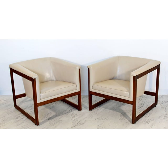 For your consideration is a fantastic pair of rare floating, cube, lounge chairs, made of walnut and cream vinyl, by Milo...