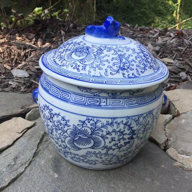 Blue White Chinese Foo Dog Covered Jar