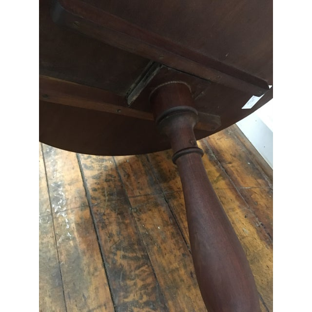 Table - 19th Century Traditional Walnut Tilt Top Table For Sale - Image 4 of 9
