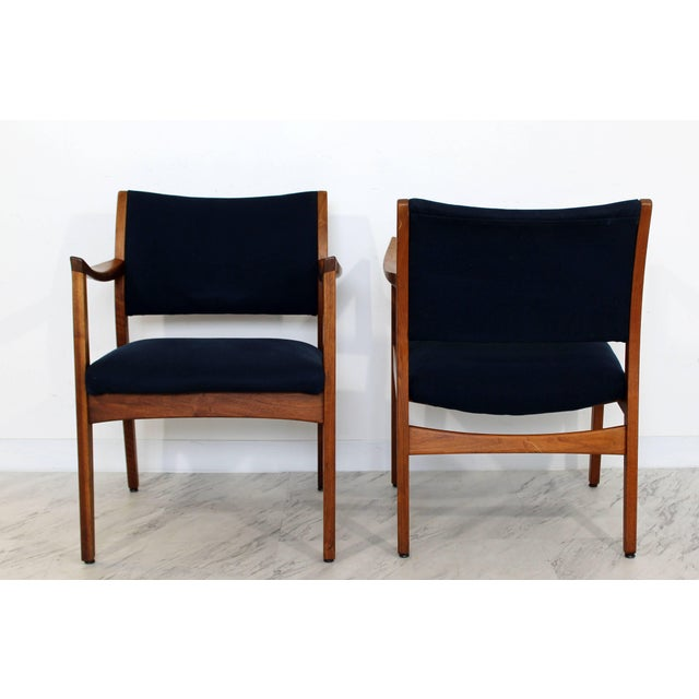 1960s 1960s Mid-Century Modern Johnson Furniture co. Walnut Armchairs - a Pair For Sale - Image 5 of 8