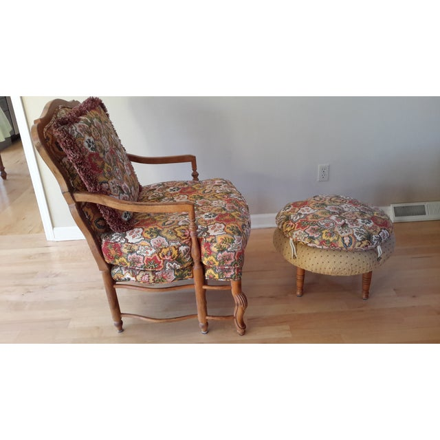 Country French Style Chairs and Ottoman Set - Image 4 of 7