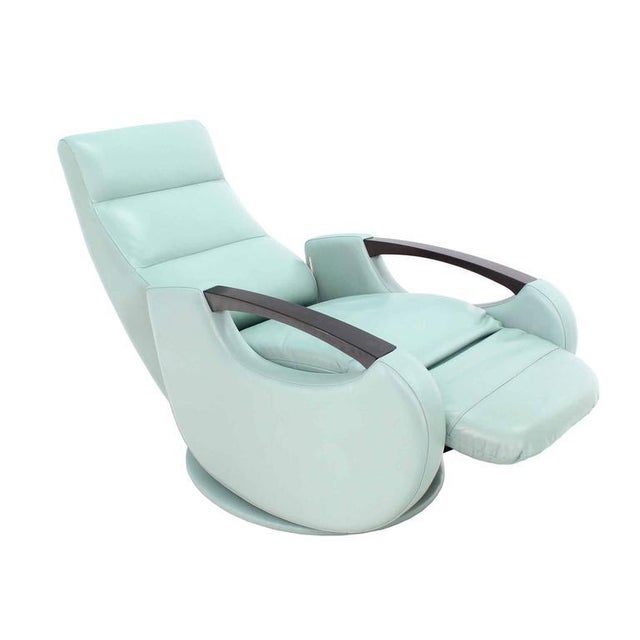 Pair of Mid-Century Modern Leather Recliner Lounge Chairs For Sale In New York - Image 6 of 11