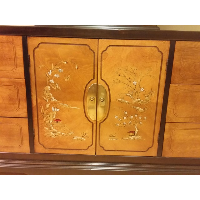 Bassett Chinoiserie Long Dresser With Mirror - Image 7 of 11