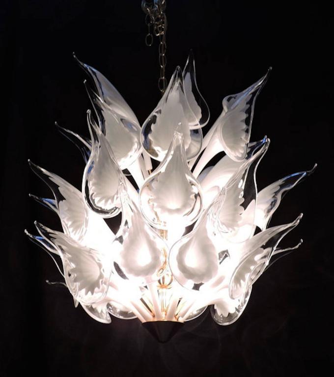 Merveilleux Mid Century Italian Modern Camer Calla Lily Handblown Murano Glass  Chandelier For Sale In New