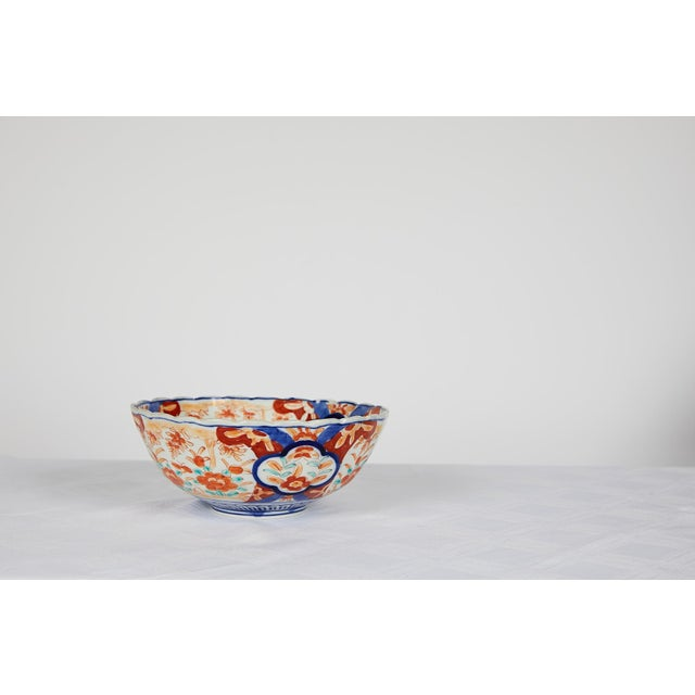 Blue Early 20th Century Japanese Imari Scalloped Bowl For Sale - Image 8 of 11
