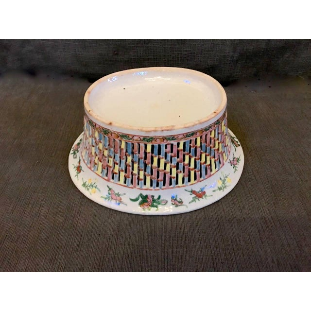 Mid 19th Century Chinese Export Rose Medallion Reticulated Bowl and Underplate, circa 1860 For Sale - Image 5 of 10