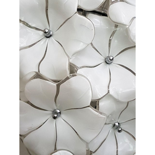 Large Murano White Flowers Chandelier, by Mazzega, Mid Century Modern, 1970s For Sale In Boston - Image 6 of 7