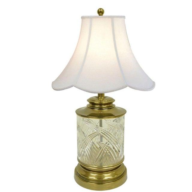 Hollywood Regency Vintage Ethan Allen Brass & Etched Crystal Glass Table Desk Bedside Table Lamp For Sale - Image 3 of 11