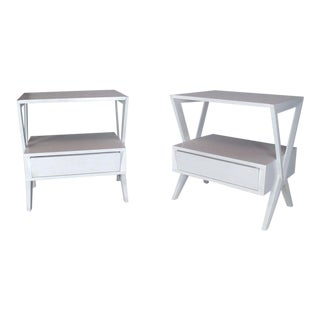 Mid-Century Modern White Lacquer One Drawer X-Bases End Tables Nightstands, Pair For Sale