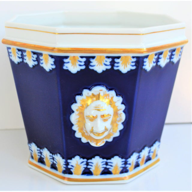 1980s Vintage Mottahedeh Cobalt & White Neoclassical Cachpot For Sale - Image 5 of 12