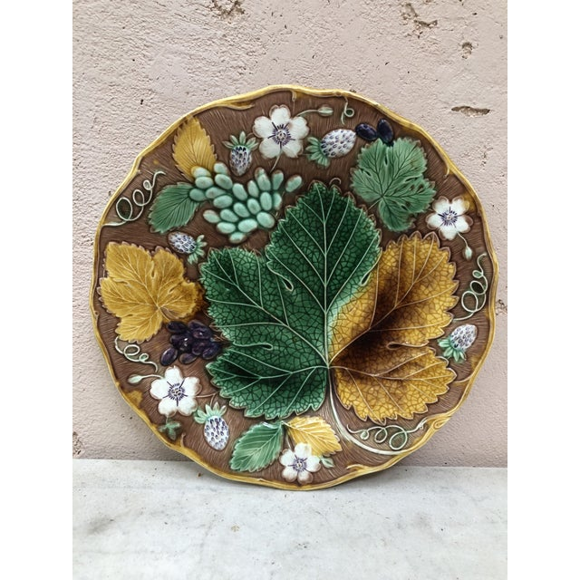 C.1890 Majolica Strawberry & Leaves Plate Wedgwood For Sale In Austin - Image 6 of 6