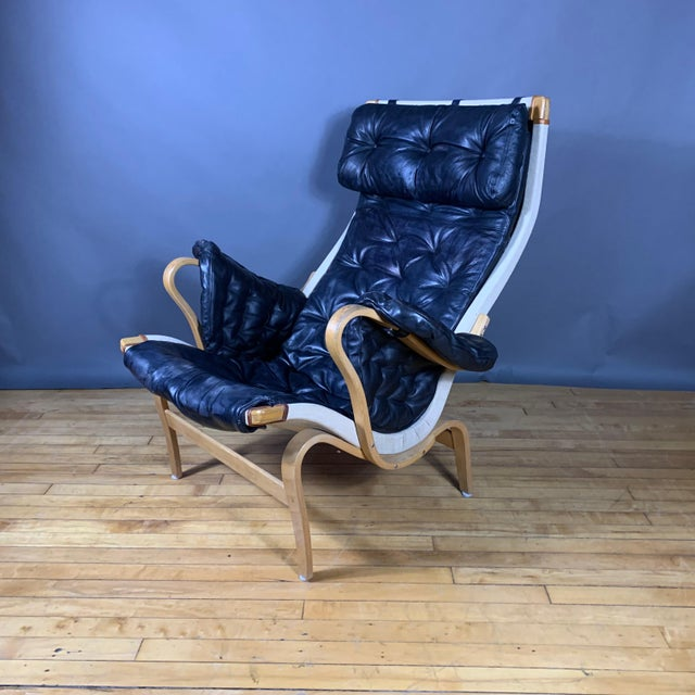"Mid-Century Modern Bruno Mathsson ""Pernilla"" Lounge Chair + Ottoman, Sweden For Sale - Image 3 of 11"