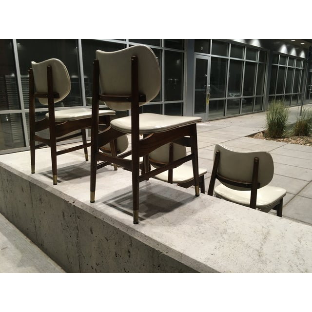 Shelby Williams Mid-Century Modern Thonet Style Walnut and Vinyl Dining Chairs by Shelby Williams - Set of 5 For Sale - Image 4 of 13
