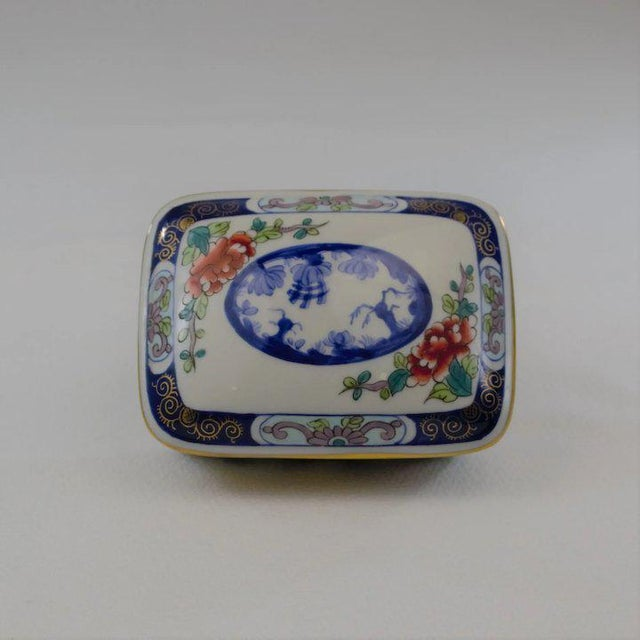 A beautiful Tiffany Private Stock LeTallec porcelain box from the Imari portfolio. Dated 1967 Condition: Excellent, no...