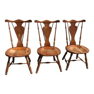 Vintage Splat Tapered Back Windsor Chairs - Set of 3 For Sale