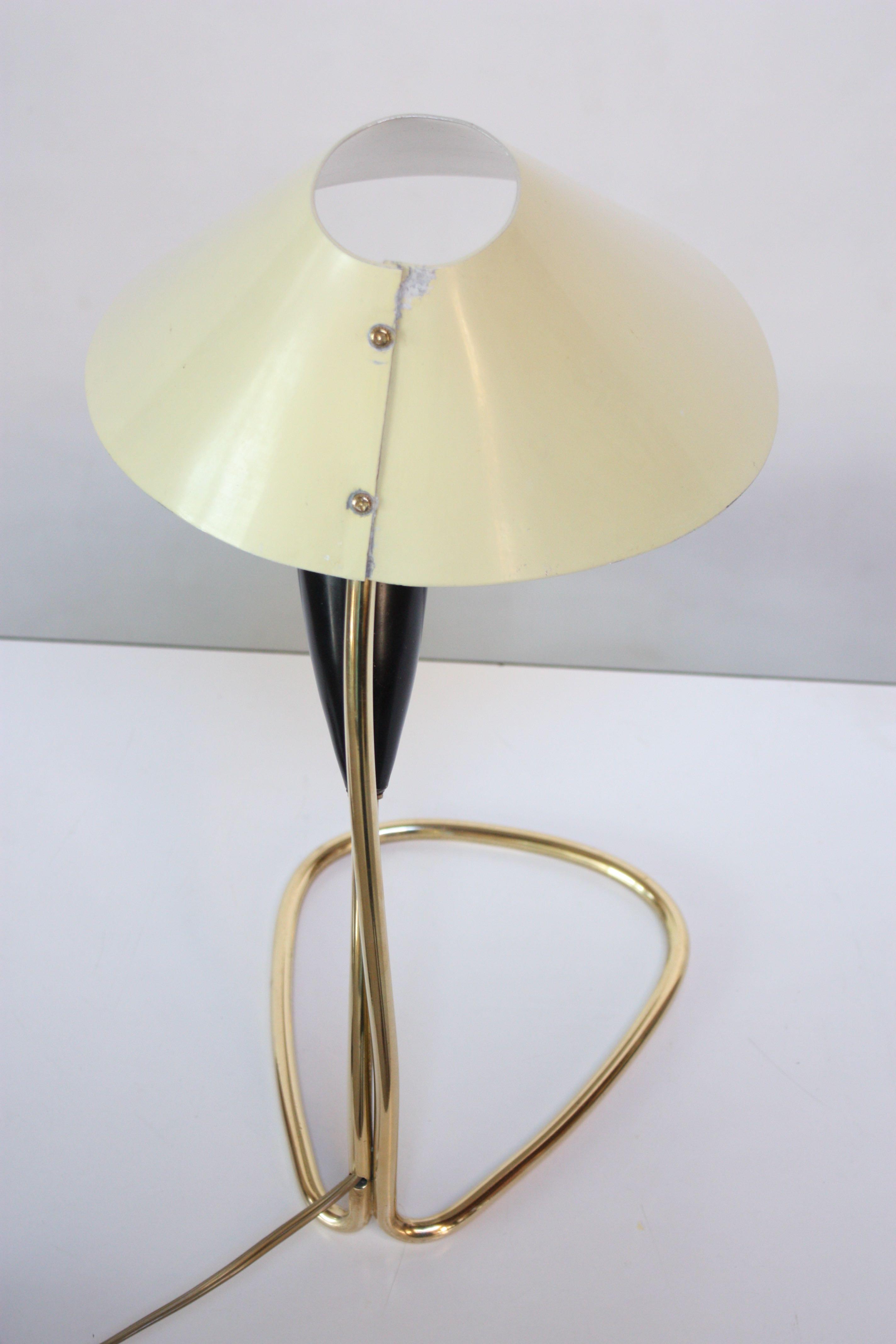 J.T. Kalmar 1950s Austrian Brass U0027Lilyu0027 Table Lamp Attributed To J.t.  Kalmar For Sale