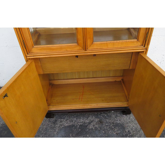 American of Martinsville Hollywood Regency China Display Cabinet Cupboard 2397 For Sale - Image 9 of 13
