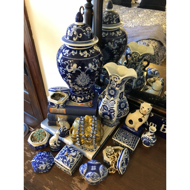 Navy Blue Late 20th Century Blue & White Ceramic Chinoiserie Box For Sale - Image 8 of 9